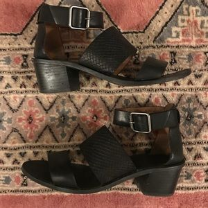 Madewell Warren sandal in embossed leather